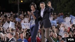 El presidente Obama y la primera dama Michelle Obama intensifican su participación en favor de los demócratas en la campaña para las elecciones legislativas.