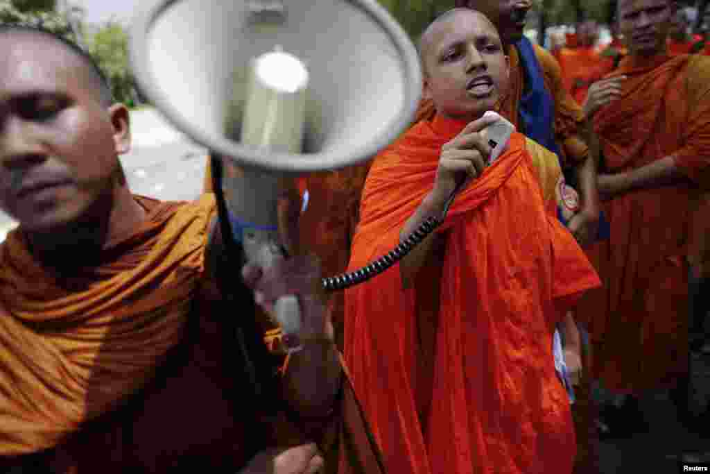 Buddhist monks protest in front of the U.N. office in Bangkok, Thailand, October 3, 2012.