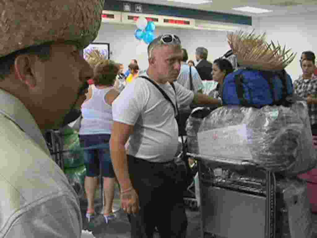 Cubano estadounidenses viajan a la isla