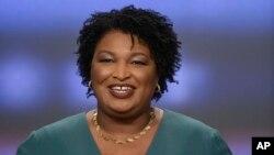 Stacey Abrams podría convertirse en la primera mujer negra gobernadora de EE.UU. si gana la elección en noviembre, pero antes tiene que vencer a la contrincante demócrata que le disputa la nominación Stacey Evans.