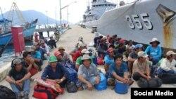 Các ngư dân Việt Nam bị bắt ở Indonesia. Ảnh: Facebook Hoang Lao Ta.
