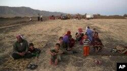 Raseljeni pripadnici zajednice Jazida u blizini granice Iraka i Sirije, 9. avgust 2014.
