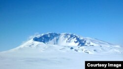 Mount Sidley, in Marie Byrd Land, is the last volcano that rises above the surface of the ice. Seismologists has detected new volcanic activity under the ice about 60 kilometers away. (Washington University)