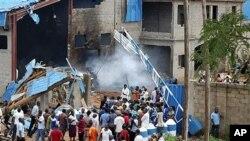 17일 자살 폭탄 테러가 발생한 카두나 주 교회 건물 주변.