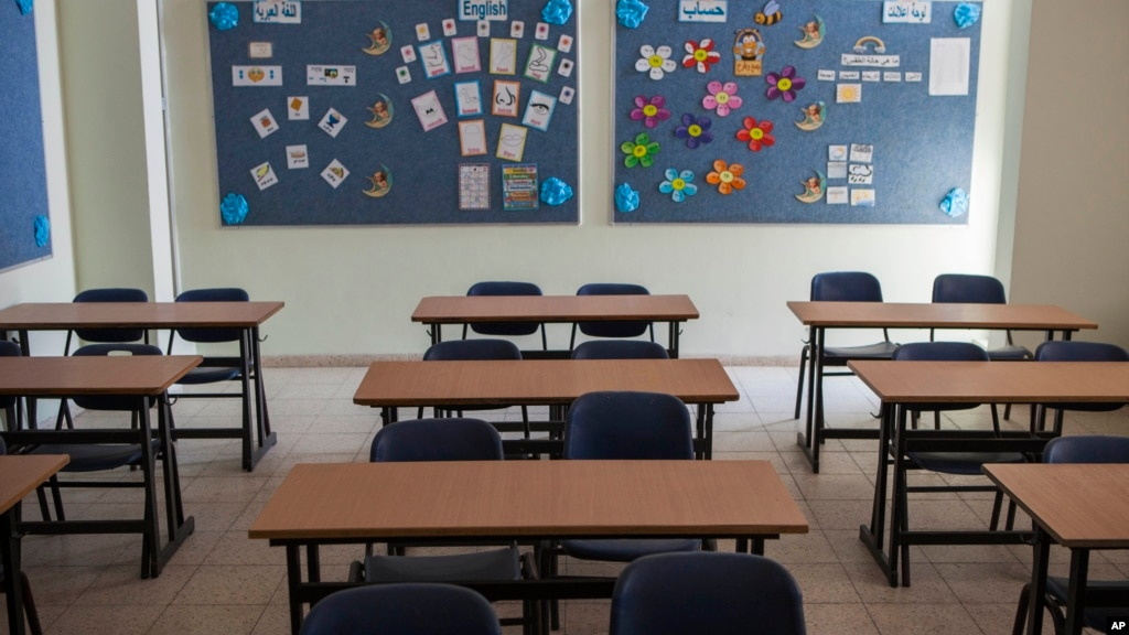 empty classroom with teacher - photo #38