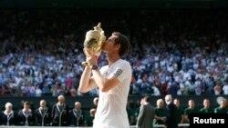 Andy Murray giành danh hiệu Wimbledon cho Anh quốc sau 77 năm, ngày 7/7/2013.