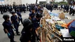 香港警方星期四在金鐘佔領區全面清場