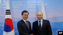 Мун Чже Ін і Володимир Путін у Владивостоці