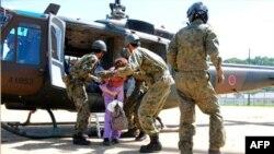 Yaponiyada təcrid olunmuş adamlara havadan yardım daşınır