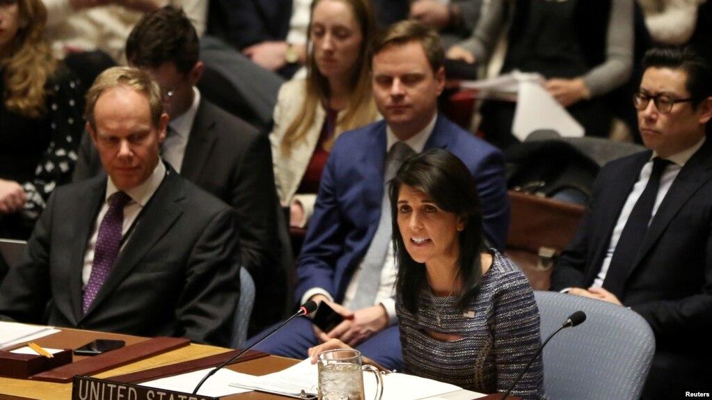 Nikki Haley embajadora de EE.UU. ante las Naciones Unidas durante una reunión del Consejo de Seguridad por un presunto ataque químico en Siria. Abril 9 de 2018.