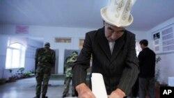 Voting in Arashan, Kyrgyzstan, 10 Oct 2010