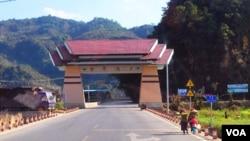位于阿瓦山中的云南省沧源佤族自治县与缅甸佤邦一水之隔,有着紧密的联系。(美国之音朱诺拍摄,2015年3月6日)