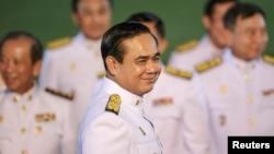 Perdana Menteri Thailand, Jenderal Prayudh Chan-ocha, usai audiensi bersama Raja Bhumibol Adulyadej di Rumah Sakit Siriraj di Bangkok (4/9). (Reuters/Athit Perawongmetha)