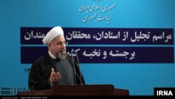 Presiden Iran dalam pidato yang juga mengkritik diskriminasi agama dan etnis di negara itu (18/5). (Foto: IRNA)