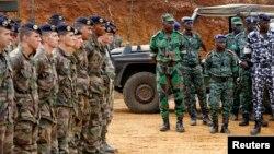 Tentara Perancis dalam pelatihan militer di Mali untuk menghadapi pemberontak dari kelompok Islamis terkait al-Qaida. (Foto: Dok)