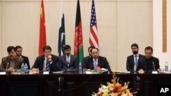 Kobulda o'tayotgan Afg'oniston tinchlik muloqotida Afg'oniston, Pokiston, Xitoy va AQSh diplomatlari qatnashmoqda, 23-fevral, 2016-yil.