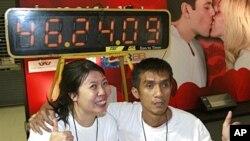 创下接吻新记录的泰国夫妻
