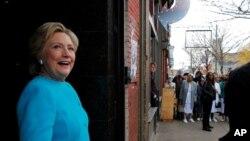 미국 민주당의 힐러리 클린턴 대선 후보가 6일 펜실베이아 주 필라델피아에의 한 카페를 방문했다.