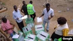 Jami'an INEC na tantance kayan zabe