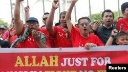 Người Hồi giáo biểu tình bên ngoài Tòa án ở Putrajaya, ngày 14/10/2013