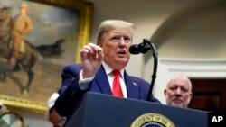Presiden AS Donald Trump mengumumkan perubahan pada Undang-Undang Kebijakan Lingkungan Nasional AS di Gedung Putih, Washington, 9 Januari 2020.