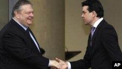 Ракување, но и критики: Венизелос и Попоски на средбата во Скопје на 20-ти февруари 2014-та