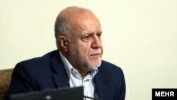 بیژن نامدار زنگنه وزیر نفت ایران در جلسه هیئت دولت در تهران۱۳۹۴