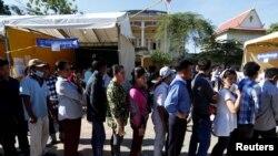 2017年6月4日,柬埔寨地方选举中,金边民众在排队投票。