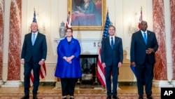 从左至右:澳大利亚国防部长达顿、澳大利亚外交部长佩恩、美国国务卿布林肯和美国国防部长奥斯汀在华盛顿美国国务院总部合影。(2021年9月16日)