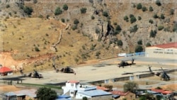 هلیکوپترهای ارتش ترکیه در نزدیکی مرز عراق. ۲۰ اکتبر ۲۰۱۱