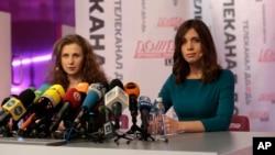 Mariya Alyoxina va Nadejda Tolokonnikova fuqarolik jamiyatining himoyasi, qamoqdagi sharoitni yaxshilash yo'lida kurashish istagini bildirmoqda.