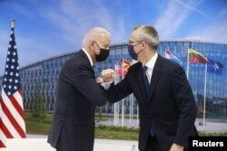 Predsjednik SAD Joe Biden i generalni sekretar NATO-a Jens Stoltenberg tokom samita NATO-a, u sjedištu Alijanse u Briselu, Belgija, 14. juni 2021. Stephanie Lecocq / Pool putem REUTERS-a