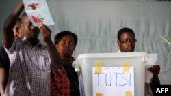 FILE - Pollling officials distinguish votes between Hutus and Tutsis in Burundi's capital, Bujumbura, July 28, 2010.