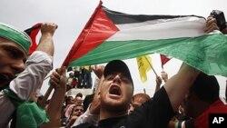 Palestinci slave potpisivanje sporzuma između Fataha i Hamasa u gradu Gazi 4. svibnja