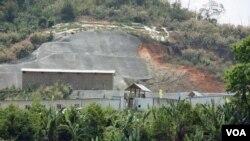 2012年缅甸伊诺瓦底江上游的中缅合作密松水电站大坝的建筑工人住宅,这个项目已经停止。