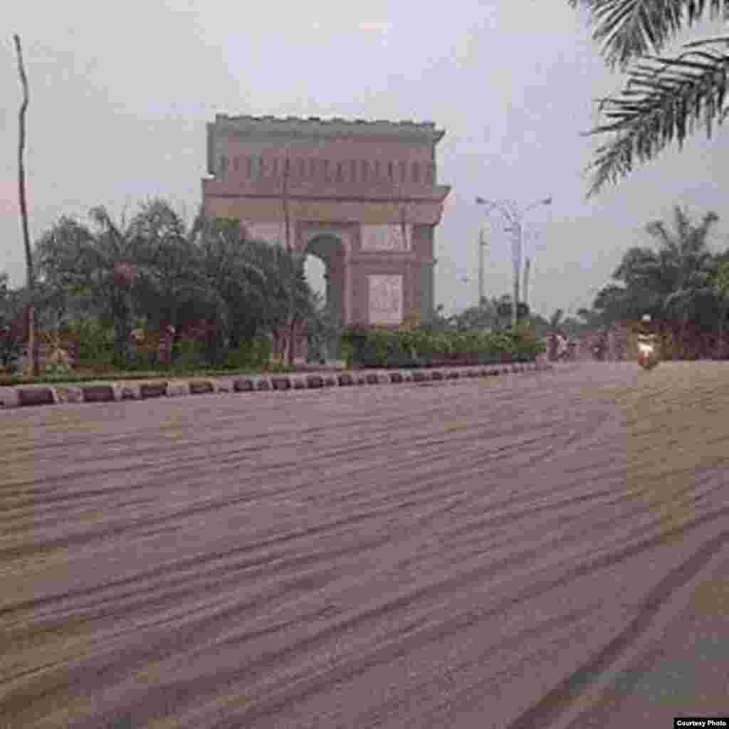 Monumen Simpang Lima, Gumul, Kediri. Foto kiriman Selvy Alfiana.