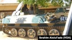 Wata tankar sojan Najeriya tana sintiri a cikin garin Mubi Jihar Adamawa bayan da aka kwace garin daga hannun 'yan Boko Haram.