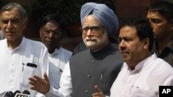 Thủ tướng Ấn Ðộ Manmohan Singh phát biểu trước báo giới ở New Delhi