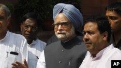 Thủ tướng Ấn Ðộ Manmohan Singh trong một cuộc họp báo ở New Delhi