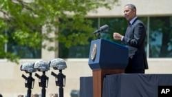 美国总统奥巴马星期三在德克萨斯州胡德堡陆军基地的追思会上讲话