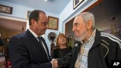 Perezida Francois Hollande arikumwe na Fidel Castro