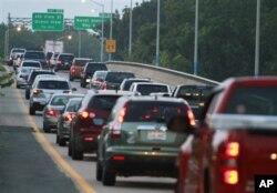 Des véhicules quittant le Sud de la Virginie, près de Norfolk, à l'approche d'Irène