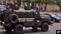 지난 7일 나이지리아 정부군 차량이 아부자 시를 통과하고 있다. (자료사진)