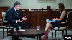 VOA's Myroslava Gongadze speaking with Ukrainian President Petro Poroshenko in Kyiv, Ukraine.