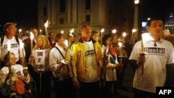 Nhiều người phản đối lạm dụng tính dục trong giáo hội biểu tình gần Quảng trường Thánh Phêrô, Rome, 31/10/2010