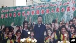 """时事大家谈:新疆官员为""""再教育营""""辩护,为何全球不买账?"""