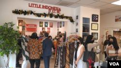 "Bazar dan pameran produk Indonesia usai peresmian ""Little Indonesia"" (Foto: VOA Indonesia)"