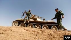 پیشمرگههای کرد عراقی در روستای بشیر در ۱۵ کیلومتری کرکوک - ۳۱ خرداد ۱۳۹۳