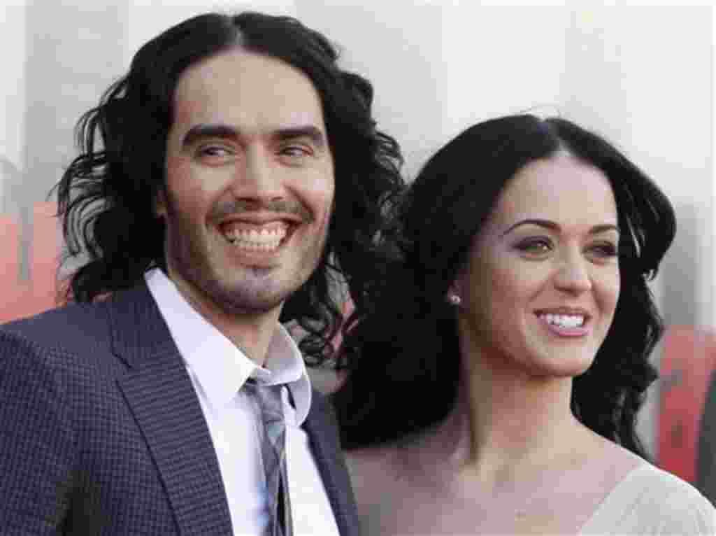 """Relación: 14 meses - Russell Brand, de 36 años y Katy Perry, la estrella estadounidense del pop de 27 años, se conocieron en 2008 y se casaron el 31 de octubre de 2010 en una lujosa boda en India. En diciembre de 2011 dijeron que """"seguiremos siendo amigos"""