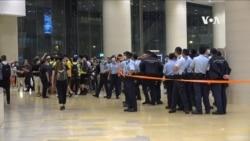 香港市民在警察攔截下到商場參加雨傘運動六週年紀念活動